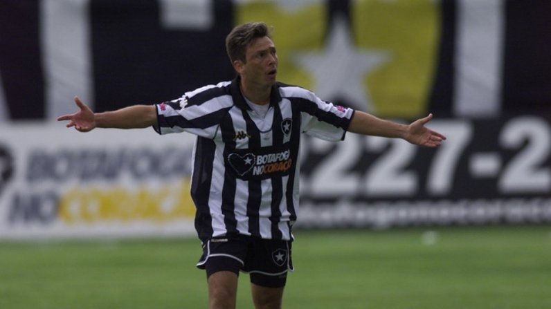 Alex Alves com a camisa do Botafogo