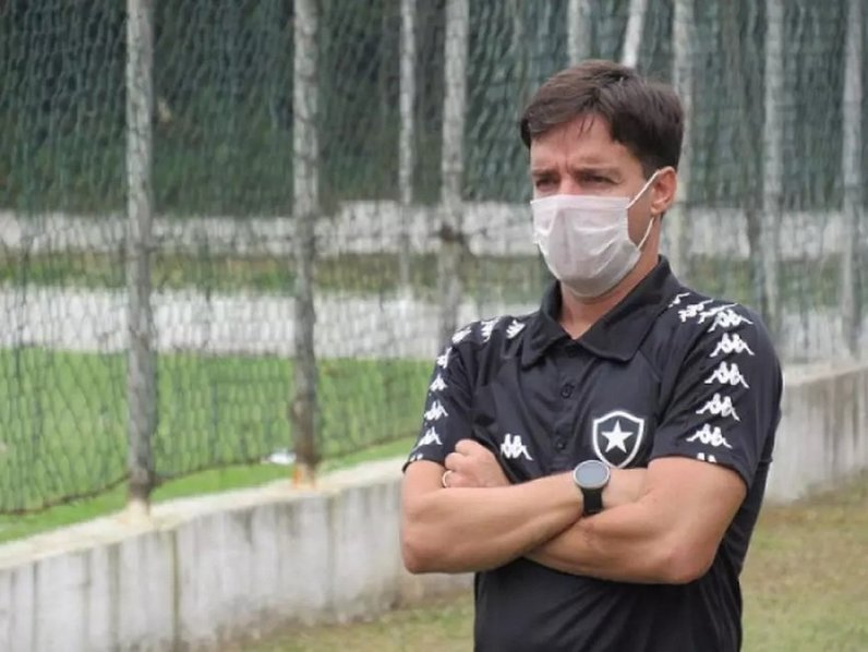 Tiano Gomes, gerente da base do Botafogo