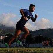 Após quase nove meses, Leandrinho é relacionado e reforça Botafogo no clássico