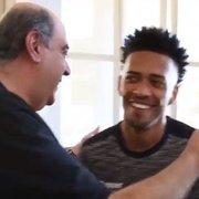 Em baixa com a torcida do Botafogo, Luis Ricardo ganha homenagem surpresa do presidente
