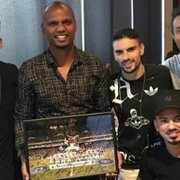 Jefferson e Luis Ricardo se despedem do elenco do Botafogo em churrascaria na Barra. Veja fotos!