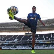 Reforços iniciam temporada na condição de reserva no Botafogo