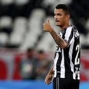 Com contrato no fim, Zé Gatinha deve deixar o Botafogo com apenas 26 minutos em campo
