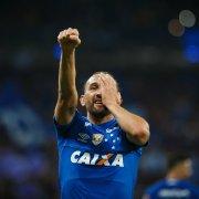 (OFF) Outrora especulado no Botafogo, Barcos é cotado para jogar com Honda no Portimonense