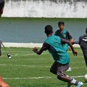 Após recesso, Botafogo reabre processo seletivo para a base em Caio Martins