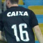 Jogador do Botafogo disputa clássico contra o Fluminense com logotipo de ex-patrocinadora no uniforme