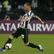 Carli é expulso, e Botafogo só tem um zagueiro apto para a volta contra o Atlético-MG