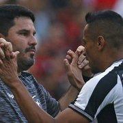 Barroca treina Botafogo com Cícero na zaga e Bochecha no meio para encarar o Atlético-MG