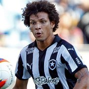 Botafogo vê Willian Arão 'ganhando tempo', mas tem previsão para receber R$ 4 milhões mais juros