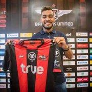 (OFF) Ex-Botafogo, Brenner rescinde com o Internacional e acerta com time da Tailândia