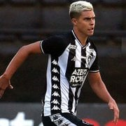 Fernando, lateral do Botafogo, está próximo de acerto com o Porto, diz jornal
