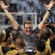 Oswaldo de Oliveira penhora 20% da venda de PV do Botafogo para o Internacional