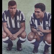 Ídolos do Botafogo, Jairzinho e Garrincha são indicados no ataque do 'Dream Team' da Bola de Ouro