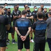 Mais um volante? Botafogo precisa contratar é jogador que decida