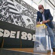 Nelson Mufarrej, Ricardo Rotenberg e Marco Agostini votam em eleição do Botafogo