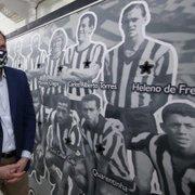 Prefeito Marcello Crivella pode fazer festa de réveillon no Nilton Santos, estádio do Botafogo