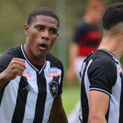 Base: Após mais de um mês, atacante Gabriel renova contrato com o Botafogo