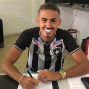 Botafogo encaminha renovação até 2024 com Juninho, capitão do sub-20 e alvo de Fluminense e Santos