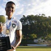 Base: Reydson comemora vitória do Botafogo diante do São Paulo, pelo Brasileirão Sub-20