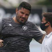 Diretor da base acompanha último treino do Botafogo antes de jogo contra Athletico-PR