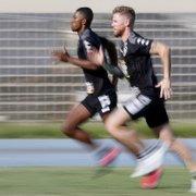 Diante de indefinição nas negociações com o Cruz Azul, Kanu treina no Botafogo