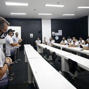 Marcelo Chamusca se reúne com staff do Botafogo e prega união: 'Heróis invisíveis'