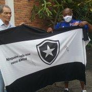 PC Caju revê Manga e desabafa contra futebol atual e Botafogo: 'Me entristece ver toda essa história soterrada'