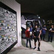 Botafogo: Kanu 'herda' camisa 2 de Kevin e 'libera' a 3 para Joel Carli