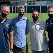 Freeland, Coev e Altamiro visitam Caio Martins em processo de integração com a base do Botafogo