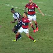 Prevaleceu o 'na dúvida, contra o Botafogo' em árbitro de clássico com Flamengo; veja lances capitais