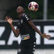 Athletico-PR ganha força por Matheus Babi, quer pagar à vista e deixar 10% dos direitos com o Botafogo