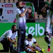 Dores de Ronald geram preocupação no Botafogo. Vale reforço muscular?