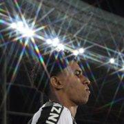Rumo ao Inter, PV se despede do elenco do Botafogo; Guilherme Santos e Rafael Carioca ficam como opções
