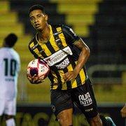 Botafogo tenta Alef Manga, mas investida não anima Volta Redonda