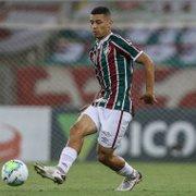 Botafogo demonstra interesse em André, volante do Fluminense
