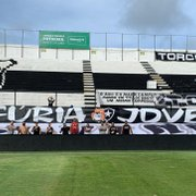 Faixa de organizada do Botafogo no Frasqueirão é retirada pelas autoridades; vice lamenta atitude