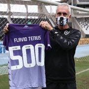 Com 10 anos de Botafogo, Flavio Tenius celebra Dia do Goleiro no aniversário de Manga: 'Estou na minha segunda casa'
