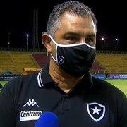 Chamusca enxerga evolução no Botafogo e explica opção por Rafael Carioca: 'Fez um bom jogo'