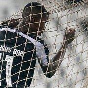 Botafogo e Athletico-PR não se entendem, e negociação por Matheus Babi emperra