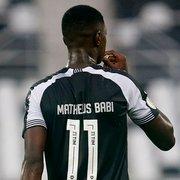 Botafogo pede percentual de futura venda de Matheus Babi; Athletico-PR não concorda