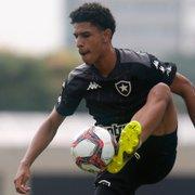 Negociado há quase um mês, PV ainda é o líder do Botafogo em números defensivos entre laterais
