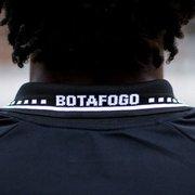 Botafogo divulga mais fotos da nova camisa preta em ensaio no Caio Martins
