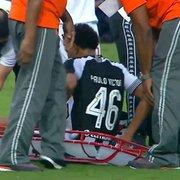 PV deixa o campo mancando após pancada no tornozelo, mas tranquiliza torcida do Botafogo