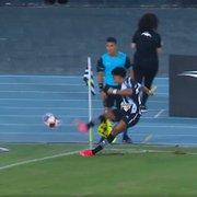 Warley protagoniza lances bisonhos de lateral e escanteio na vitória do Botafogo: 'Falta de capricho tremenda'