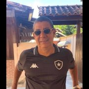 Botafogo presenteia Zeca Pagodinho e irmã de Neymar com nova camisa oficial