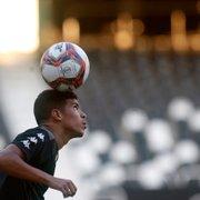 Após dois jogos fora, Cesinha volta a ser relacionado no Botafogo