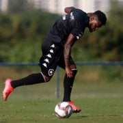 Indicado por Chamusca, Rafael Carioca não agrada no Botafogo e pode estar de saída