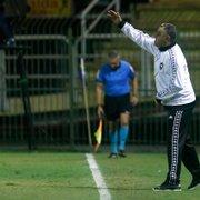 Chamusca admite atuação irregular do Botafogo, ressalta espírito da Série B e exalta vitória: 'Era o mais importante'