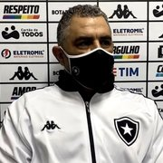 Chamusca admite dificuldade do Botafogo no primeiro tempo contra o Vitória e explica escolha dos laterais