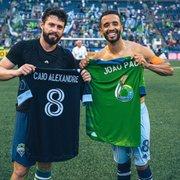 Alerta de gatilho: ex-Botafogo, Caio Alexandre e João Paulo se enfrentam e trocam camisa na MLS